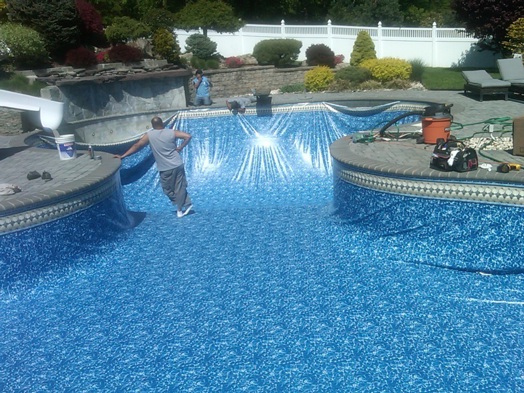 how to clean vinyl pool liner